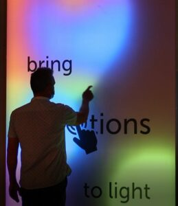 Sign2Com Vivalyte stand interactive lightbox