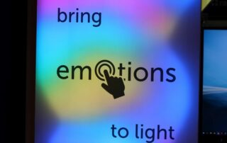 Sign2Com Vivalyte stand with interactive led lightbox for emotional branding