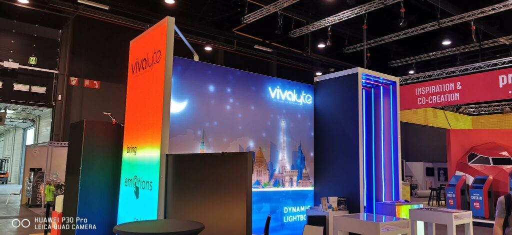 Sign2Com Vivalyte stand with interactive lightbox